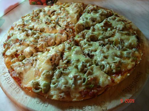 بيتزا منزلية شهية