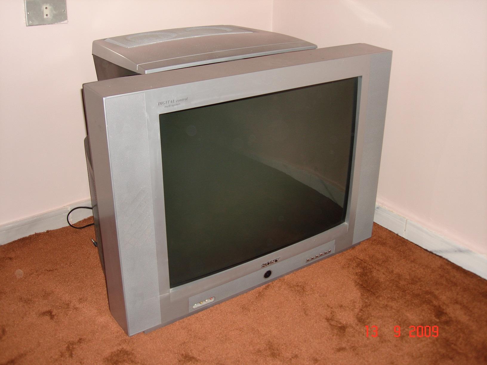 """الشاشة القديمة 27"""" تنتظر مالكاً جديداً"""