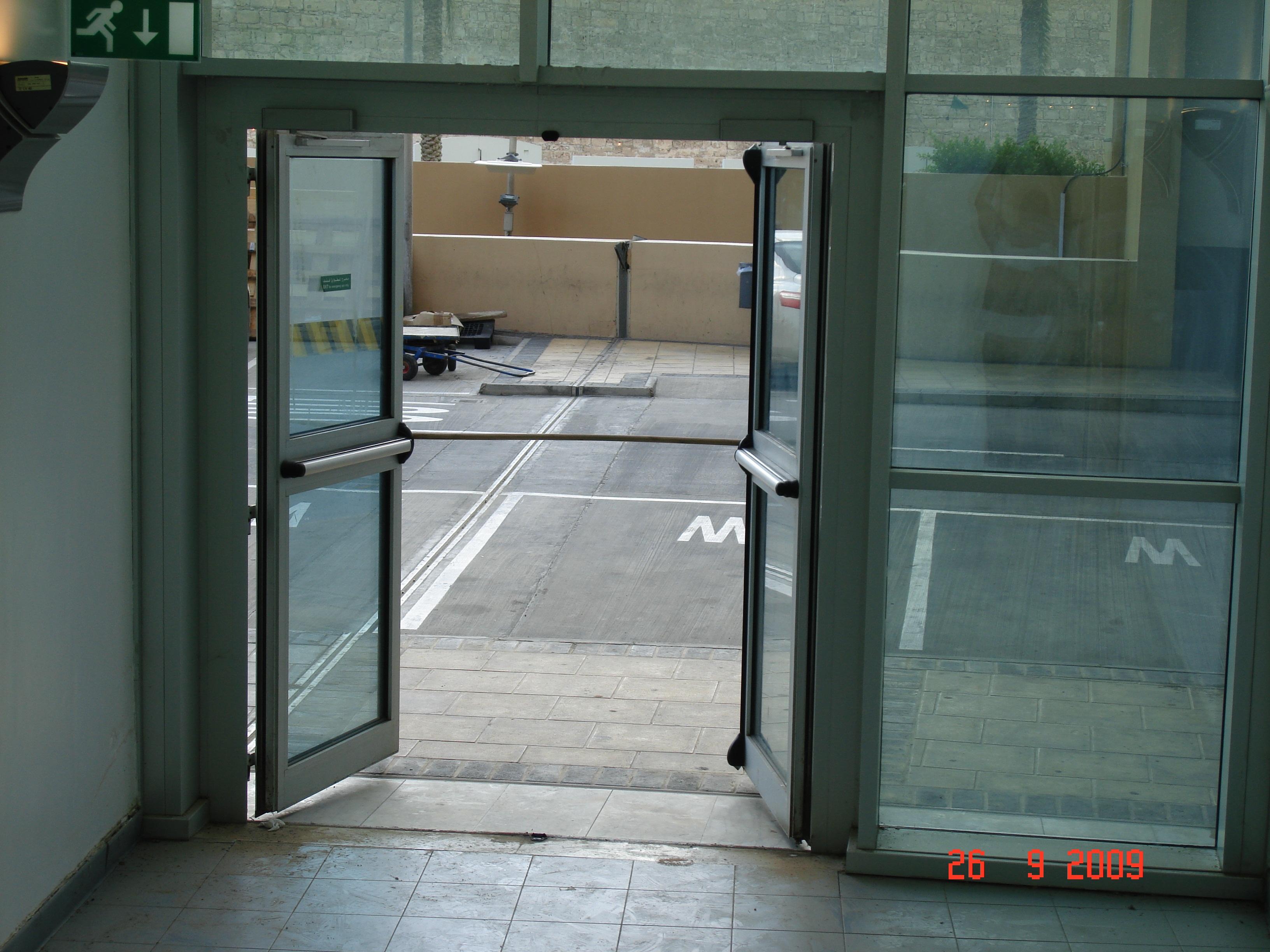باب المبنى الخارجي
