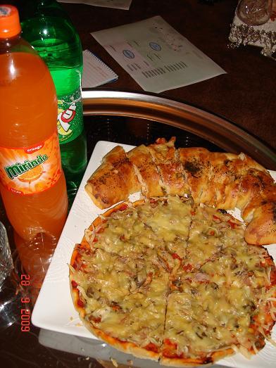 بيتزا ومشاريب