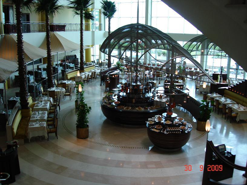 منظر عام لساحة المطعم