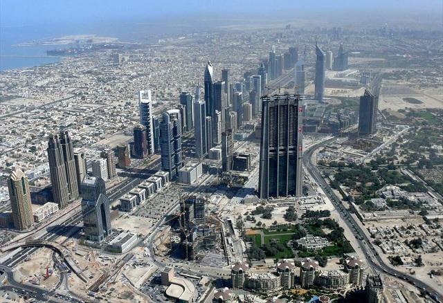 شارع الشيخ زايد بمدينة دبي في الإمارات العربية المتحدة سنة 2008