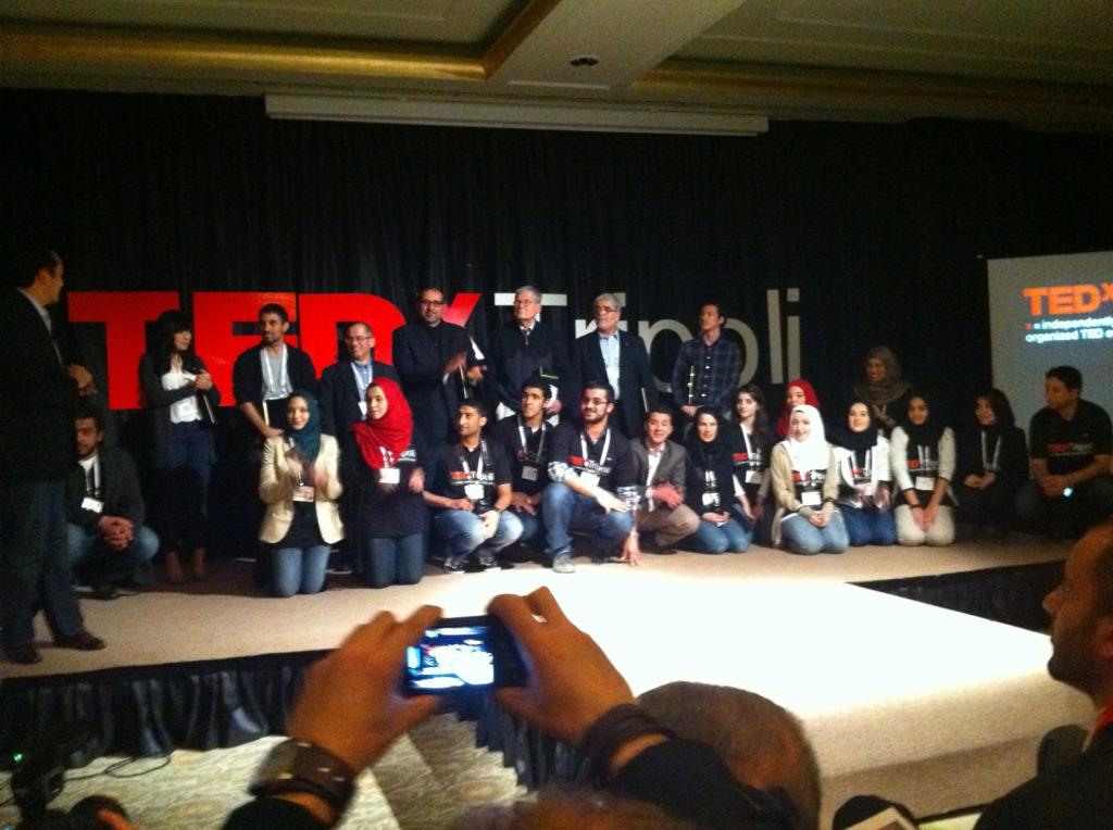 تكريم المتطوعين والمتحدثين في المؤتمر