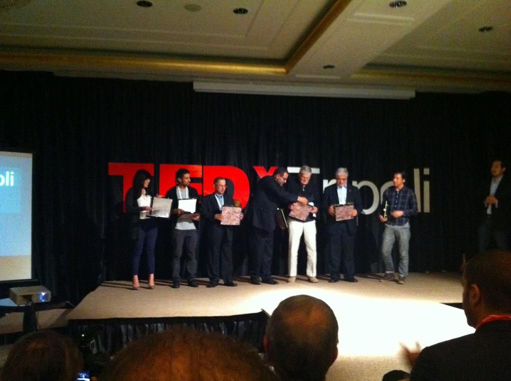 صورة تجمع المتحدثين في المؤتمر