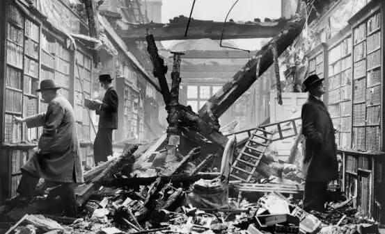 مكتبة في لندن خلال الحرب العالمية