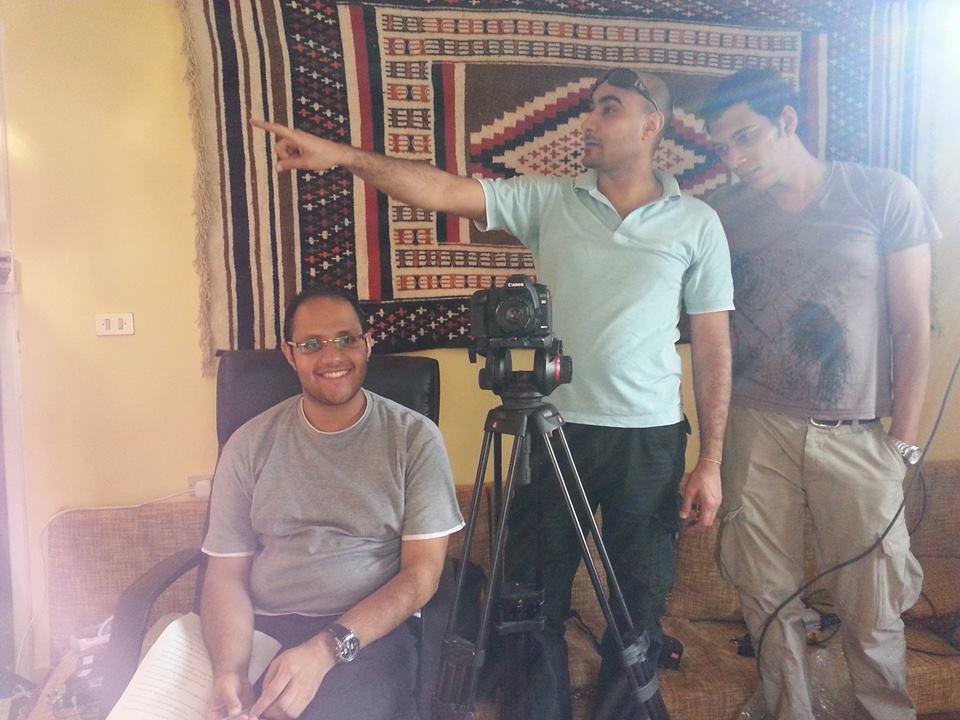 صورة عفوية لفريق العمل وإبتسامة الرائع مُعد البرنامج السيد مصطفى فارس رضوان